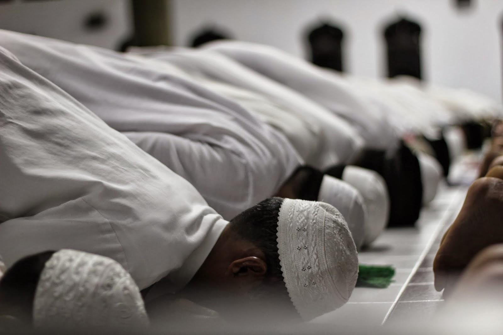8 Keutamaan Melaksanakan Shalat Subuh Berjamaah di Masjid - Madaninews.id